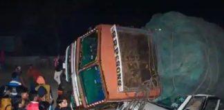 ভারতে ট্রাক উল্টে নিহত ৫ শ্রমিক, আহত ১৫